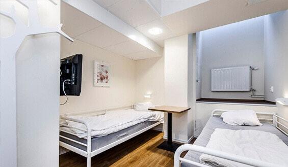 Vi kan erbjuda allt från enkelrum till en 12-bädds sovsal.